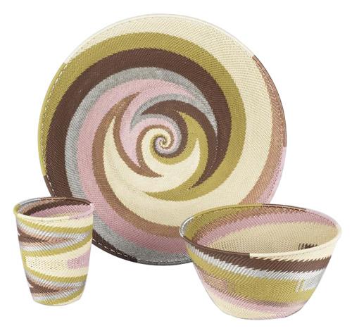 Artisanat d'Afrique du Sud : corbeilles décoratives recyclées