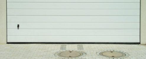 Porte de garage motorisée : modèles et prix (guide)